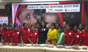 shipra-khanna-with-champion-mothers-and-children-who-contributed-to-low-cost-nutritional-recipe-book
