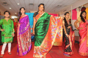 foreigner-posing-at-new-wave-paithani-festival-2014